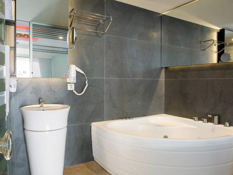 flora-garden-cabana-rooms-bath-1