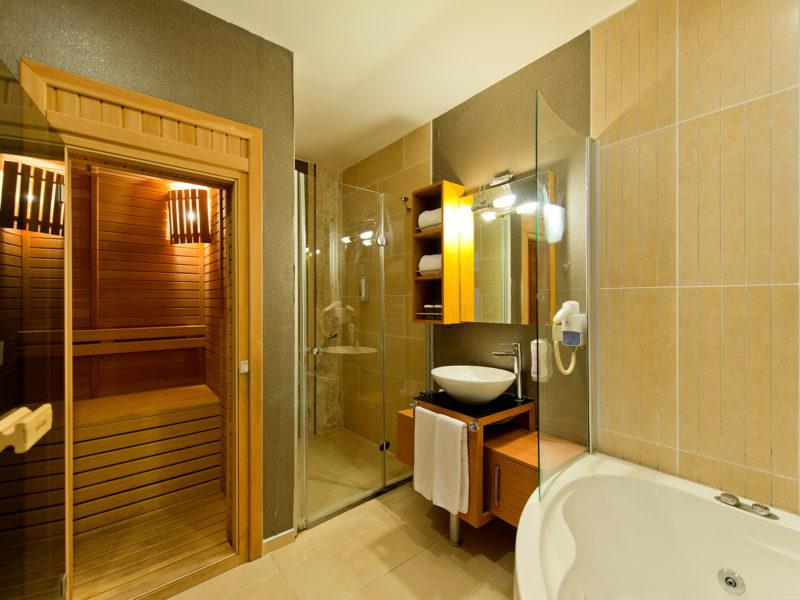 flora-garden-senior-suit-bath-room-2
