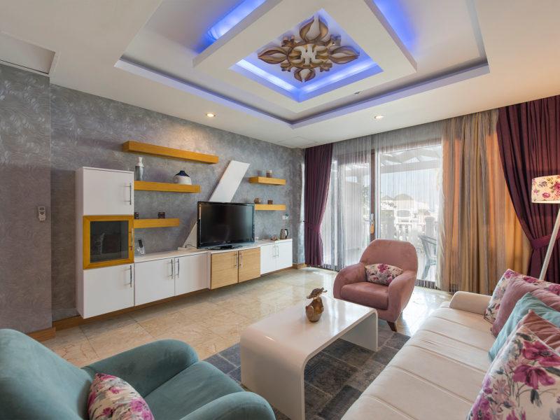 flora-garden-senior-suit-living-room-2