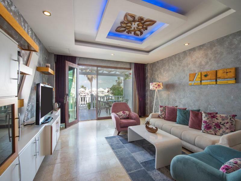 flora-garden-senior-suit-living-room-3