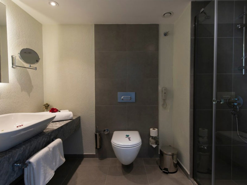 flora-garden-ephesus-deluxe-sea-view-room-bathroom-1