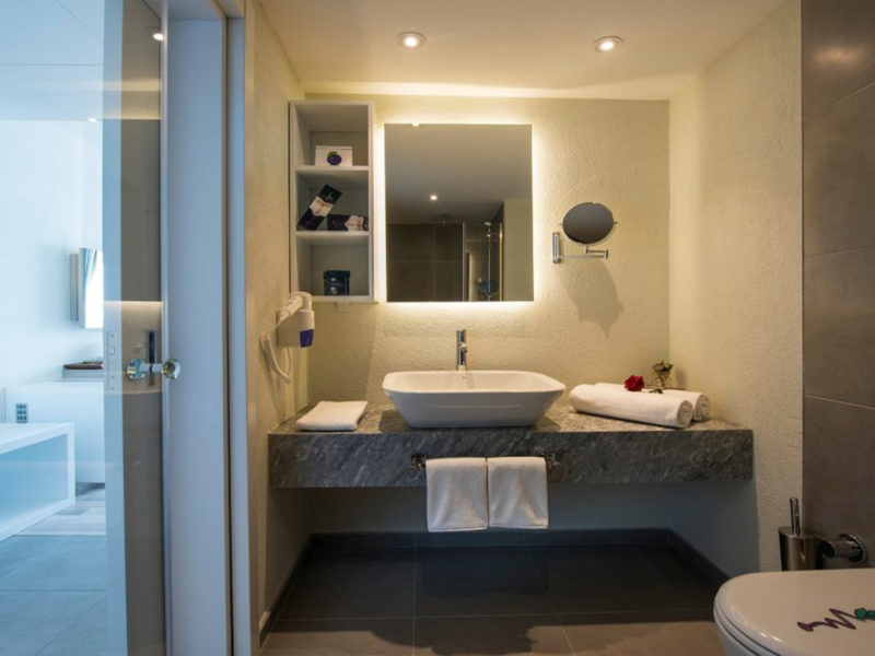 flora-garden-ephesus-deluxe-sea-view-room-bathroom-2